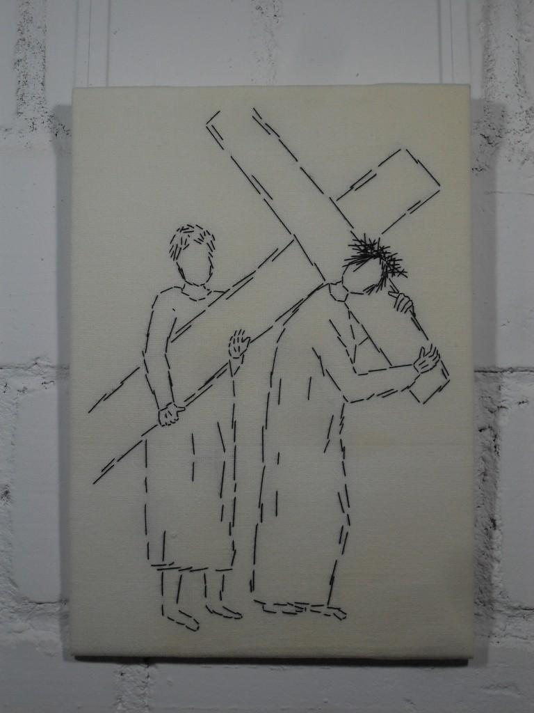 5. Station: Simon von Cyrene hilft Jesus das Kreuz tragen.