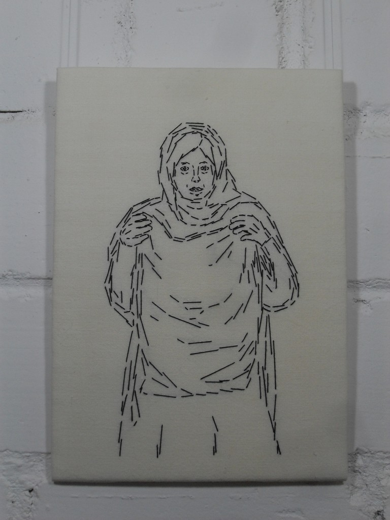 6. Station: Veronika reicht Jesus das Schweißtuch.